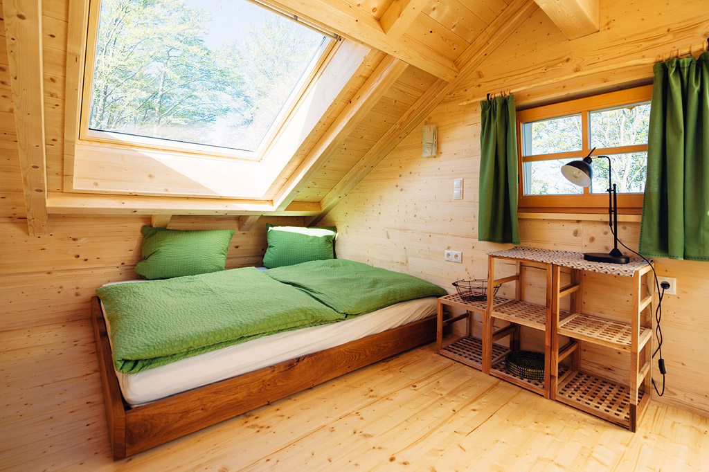 Auch in den Doppelbetten auf der Galerie unter den großen Dachfenstern lässt es sich schön träumen.